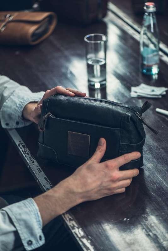 Men's Black Leather Washbag